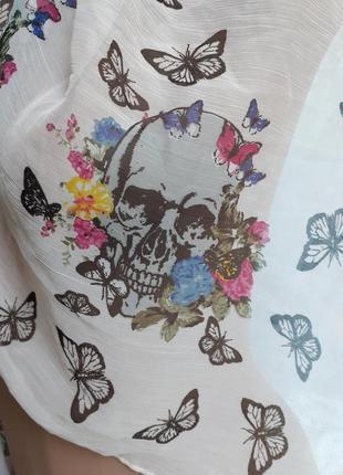Платок батистовый из натурального хлопка с черепами и бабочками палантин4 фото
