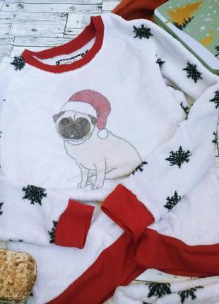 Теплая плюшевая пижама в снежинки с мопсом новогодняя love to sleep select2 фото