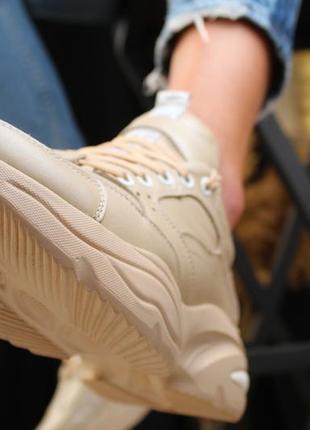 Женские бежевые кожаные кроссовки3 фото