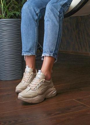 Женские бежевые кожаные кроссовки7 фото
