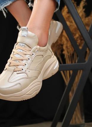 Женские бежевые кожаные кроссовки5 фото