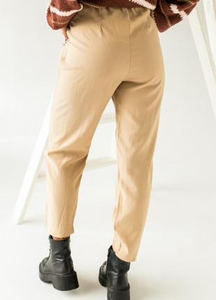 Аккуратные брюки имеют завышенную талию2 фото
