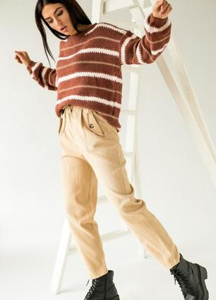 Аккуратные брюки имеют завышенную талию3 фото
