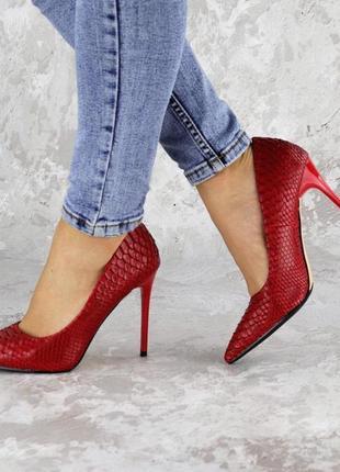 Женские красные туфли на каблуке, эко-кожа2 фото
