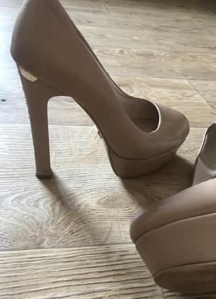 Туфлі на високом каблуку2 фото