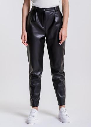 Женские брюки из кожзама черные2 фото