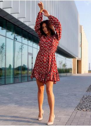 Красиве червоне плаття з рюшами3 фото