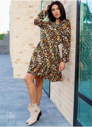 Красиве плаття в квітковий принт з рюшами