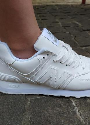Белые женские кроссовки new balance2 фото