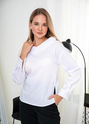 Женская белая блуза с треугольным вырезом