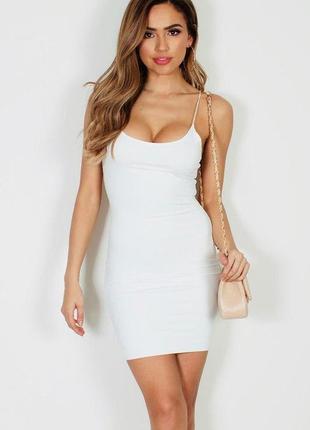 Белое двухслойное платье на тонких бретельках prettylittlething9 фото
