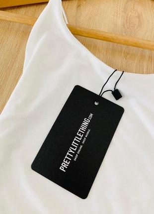 Белое двухслойное платье на тонких бретельках prettylittlething6 фото