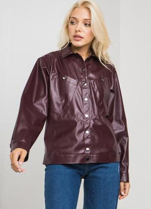 Осенняя кожаная куртка бордового цвета3 фото