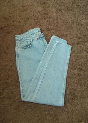 Женские голубые джинсы1 фото