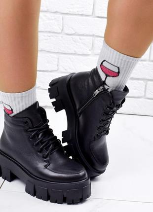 Новые женские кожаные демисезонные чёрные ботинки на грубой подошве5 фото