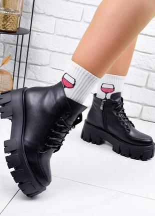 Новые женские кожаные демисезонные чёрные ботинки на грубой подошве3 фото
