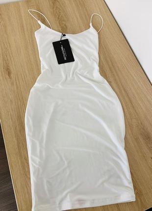 Белое двухслойное платье на тонких бретельках prettylittlething10 фото