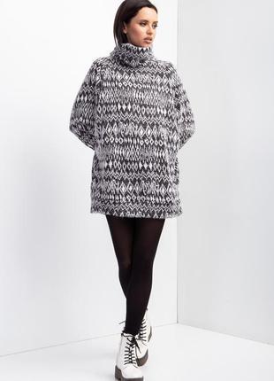 Трикотажный свитер с воротником хомут1 фото