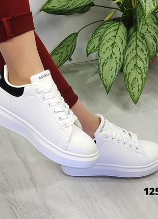 Белые кроссовки с чёрной пяткой на шнурках3 фото