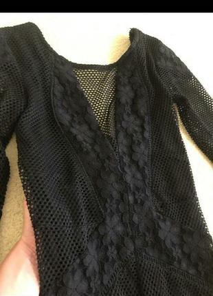 Черное стильное платье с гипюром и сеточкой