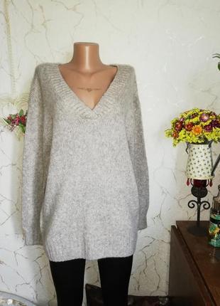 Базовый свитер oversize с вэобразным вырезом
