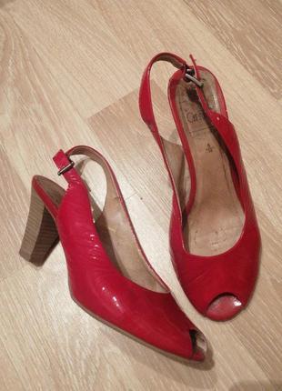 Лаковые кожаные открытые туфли удобные, мягкие