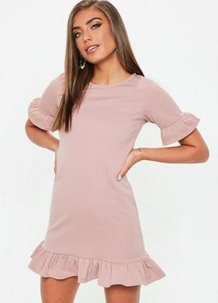 Розовое мини платье с рюшами