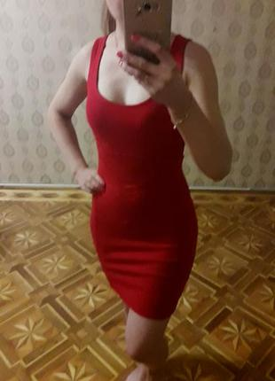 Красное стрейч платье