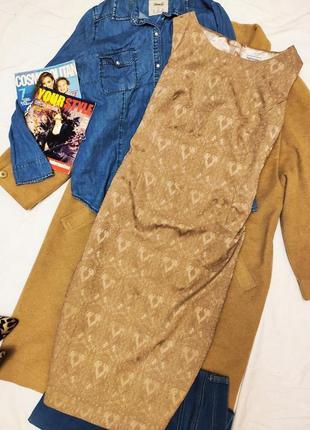 Платье бежевое прямое с тиснением золотое на подкладке классическое nightingales миди