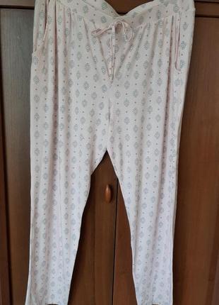 Трикотажный штанишки размера 52-54.