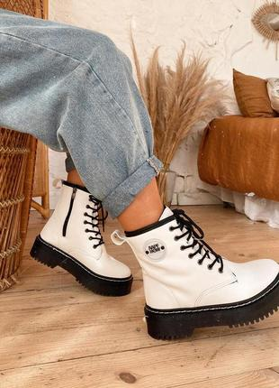 Зимние белые ботинки экокожа на платформе на шнуровке