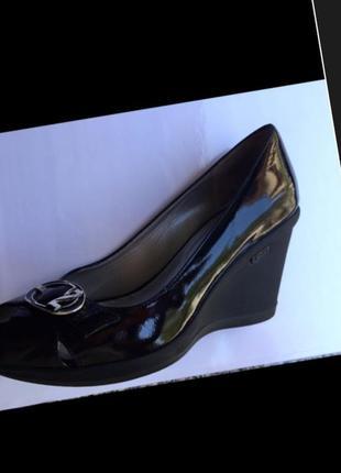 Nero giardini италия лаковые кожаные туфли на танкетке