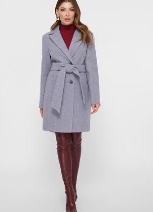 Нежное яркое стильное демисезонное пальто