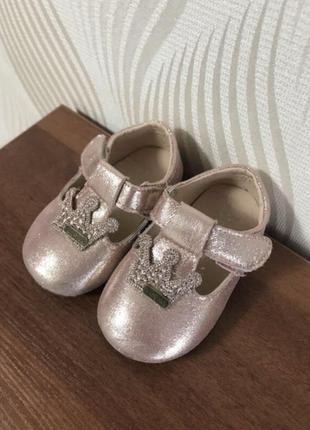 Туфельки туфлі тапки туфли туфелькі тапинки