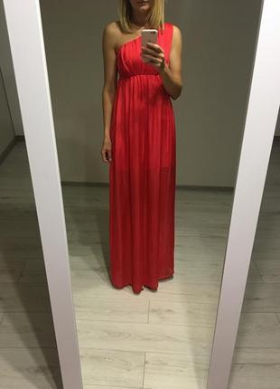 Красное платье макси на одно плечо