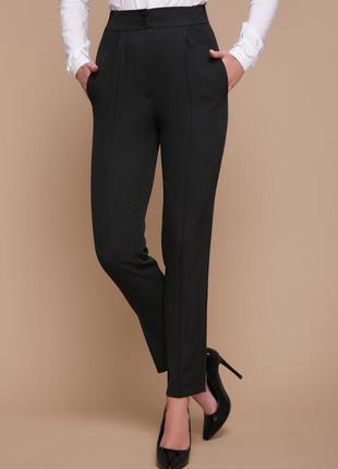 Черные брюки со стрелками