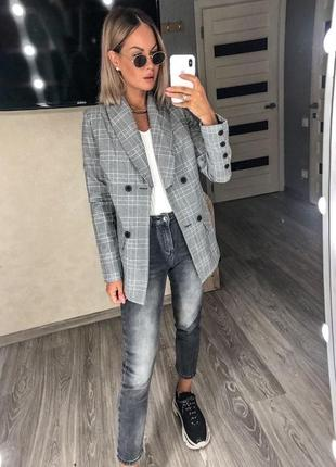 Классический объёмный пиджак в клеточку серый на пуговицах