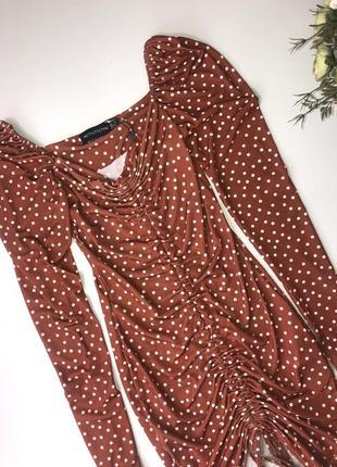 Платье в горох prettylittlething  размер с{6} тянется хорошо4 фото