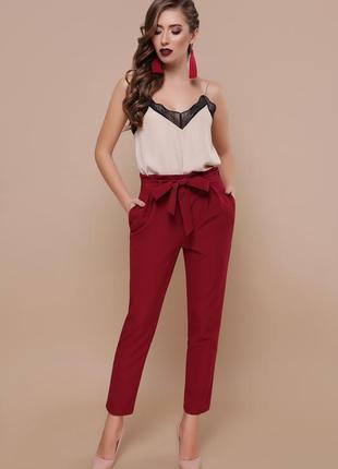 Зауженные бордовые брюки