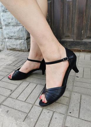 Шикарные  туфли - босоножки на широкую, пухлую ногу