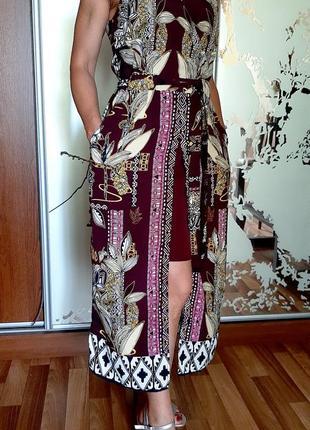 В наличии красивейшее платье винного цвета с принтом в стиле бохо
