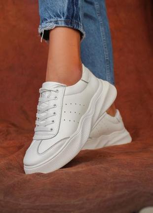 Женские белые кожаные кеды