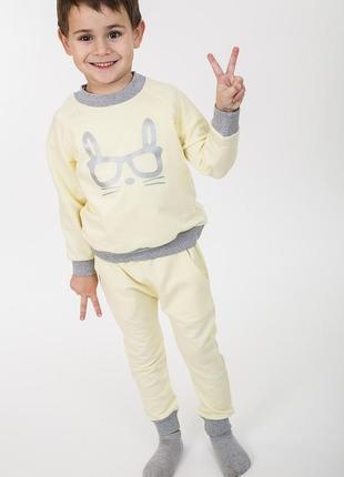 Детский трикотажный костюм с зайчиком лимонный