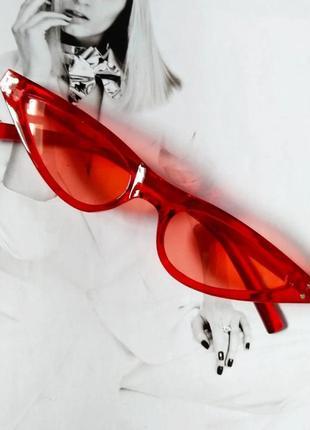 Стильные очки солнцезащитные  маленький треугольник красный