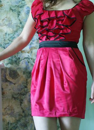 Яркое платья