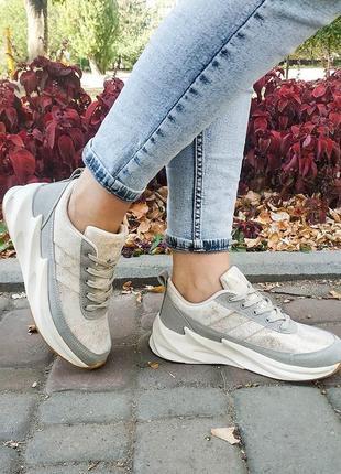 Модные женские кроссовки) очень легкие и удобные💛