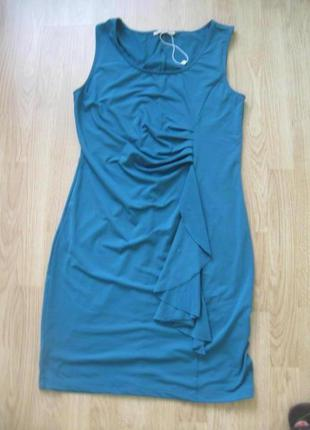 Платье с драпировкой и воланом.