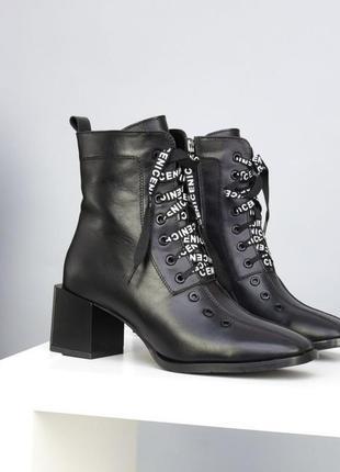 Ботинки на шнуровке квадратный нос
