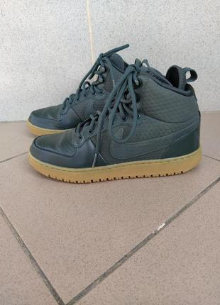 Nike-court borough mid winter
