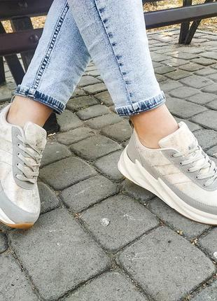 Крутые модные женские кроссовки